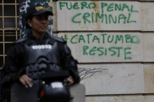 La violencia se impone como respuesta del Estado a las demandas populares.